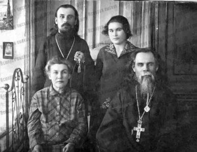 Протоиерей Василий и иеромонах Венедикт Пляскины. Фотография (около 1930 года)